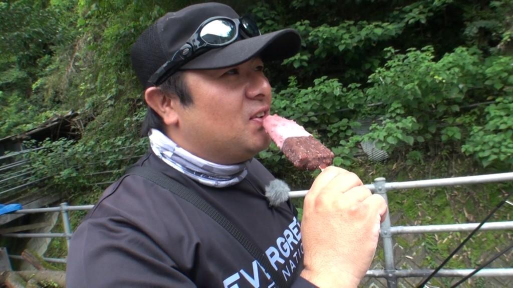 アイス食う